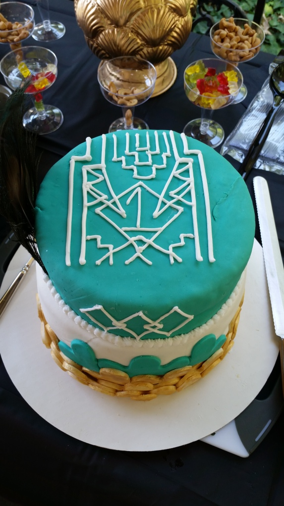 Piping Detail on Art Deco Fondant Cake